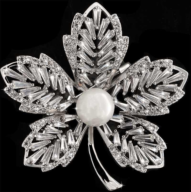 Brosche Blume silberfarben mit einer Perle und vielen weissen Strass Steinen BR044 oben