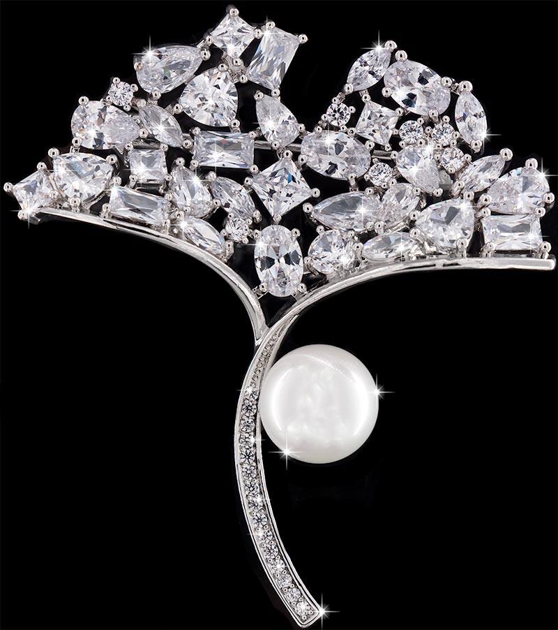 Brosche Blumenstrauß silberfarben mit einer Perle und vielen weissen Strass Steinen BR043 oben